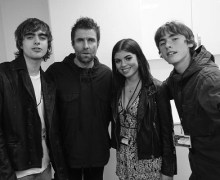 Liam Gallagher Meets Daughter, Molly Moorish, for the 1st Time w/ Sons – 2018 – Photo