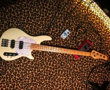 "Nikki Sixx:  ""In love with the Schecter CV-4"" Bass Guitar + 4FL Fretless"