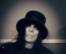 "Mötley Crüe's Mick Mars, ""While I Was Clearly Joking About The Free Tickets…."" Tour Statement 2019"