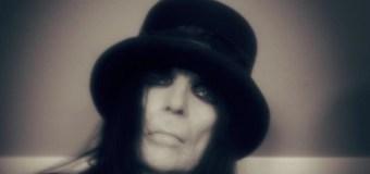 How Old Is Mötley Crüe Guitarist Mick Mars?