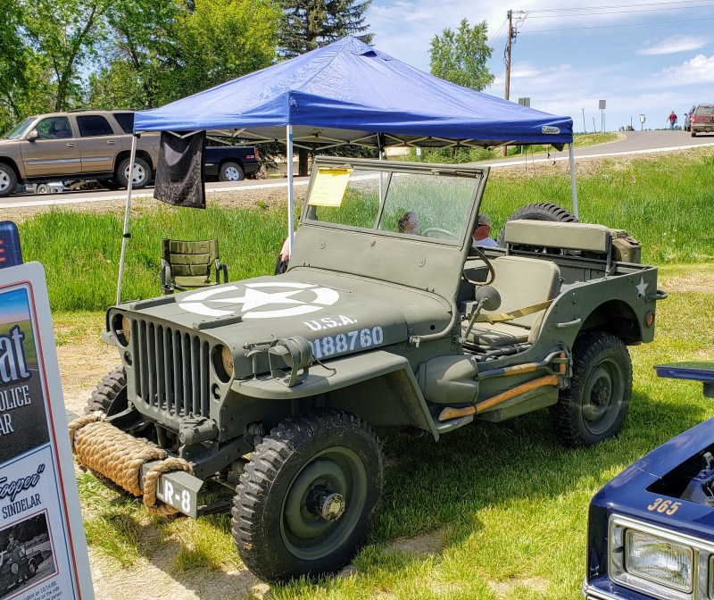 Army jeep with star hood graphics