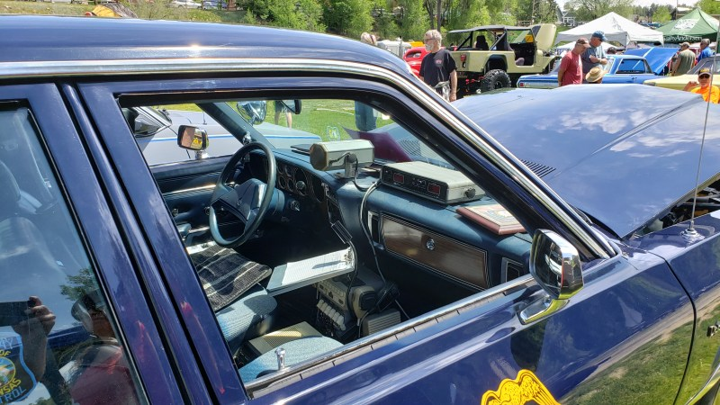 Police car from the 1980s, Diplomat's interior