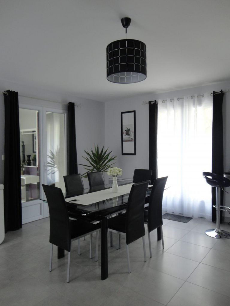 deco salon moderne noir et blanc gris