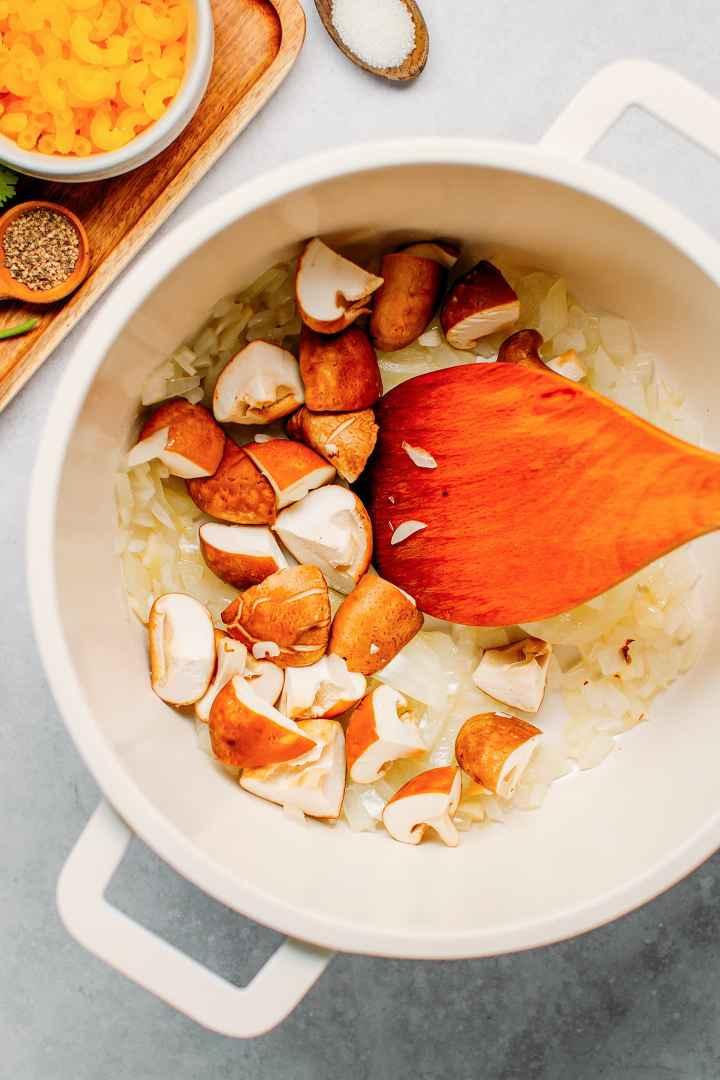 Rich Vegetable Macaroni Soup