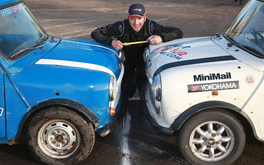 Алистер побил предыдущий рекорд на 1 см. Расстояние между машинами составило 35 см.
