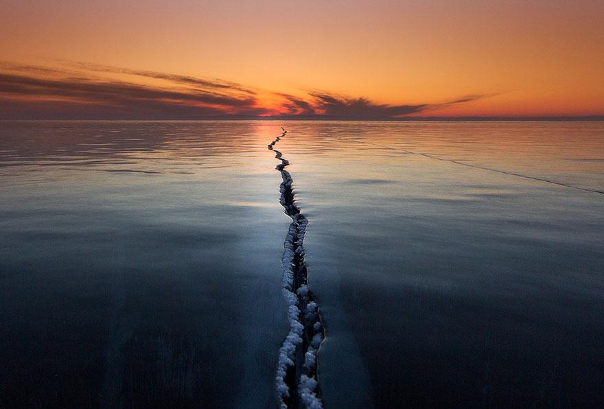 2/ Трещина на льду, Озеро Байкал. Фото: Алексей Трофимов.