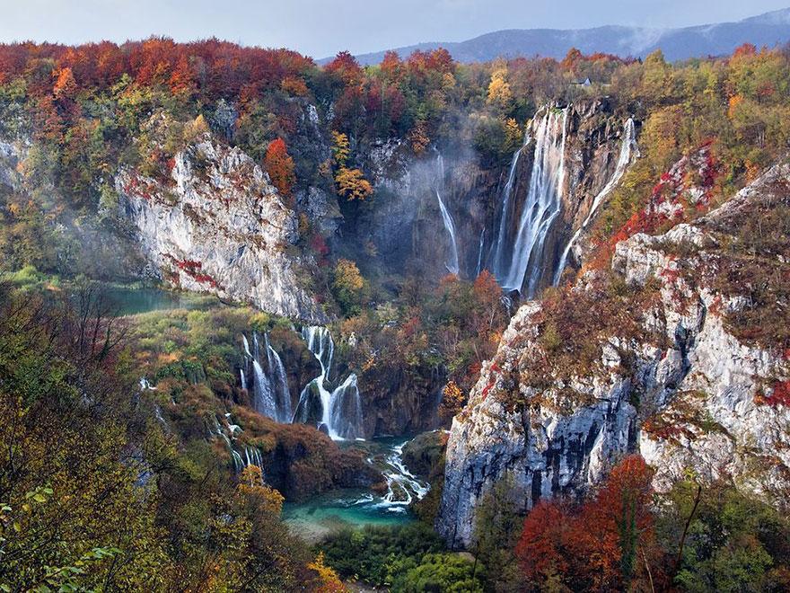 6. Семь осенних водопадов, Плитвицкие озера в Национальном парке Хорватии.