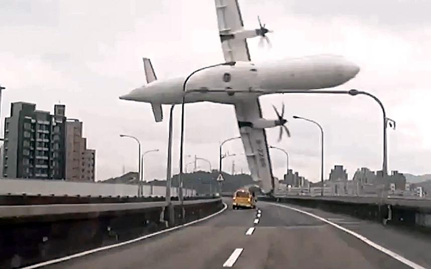11. Крушение рейса 235 TransAsia Airways в Тайбэе.