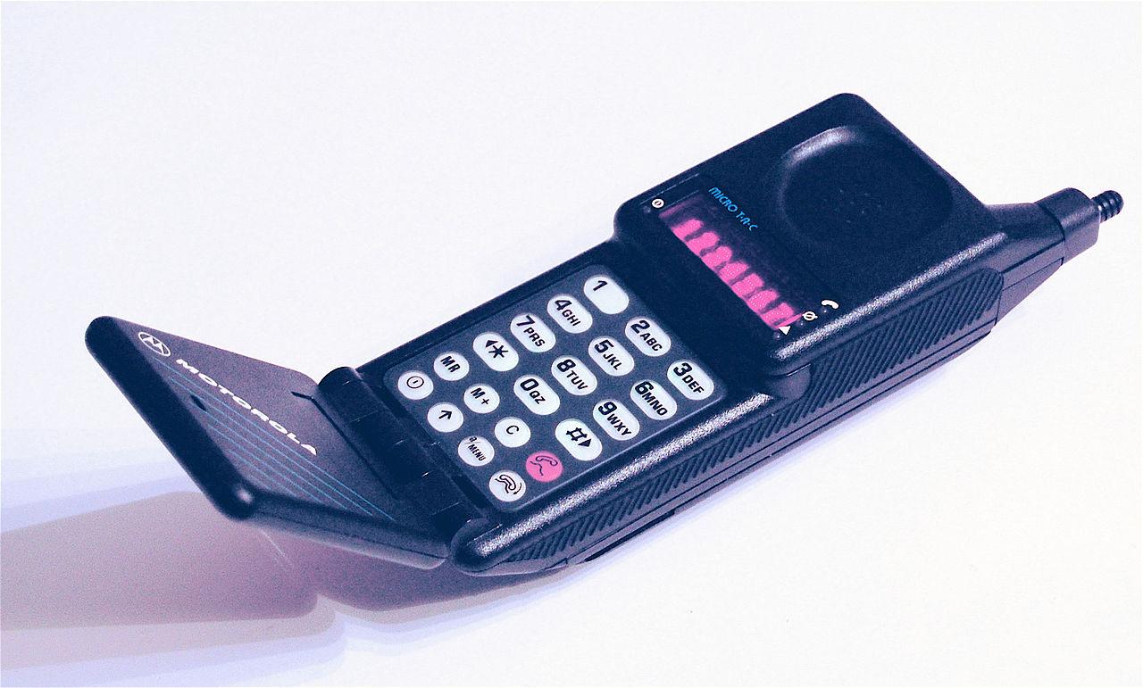 Самые первые мобильные телефоны в россии фото