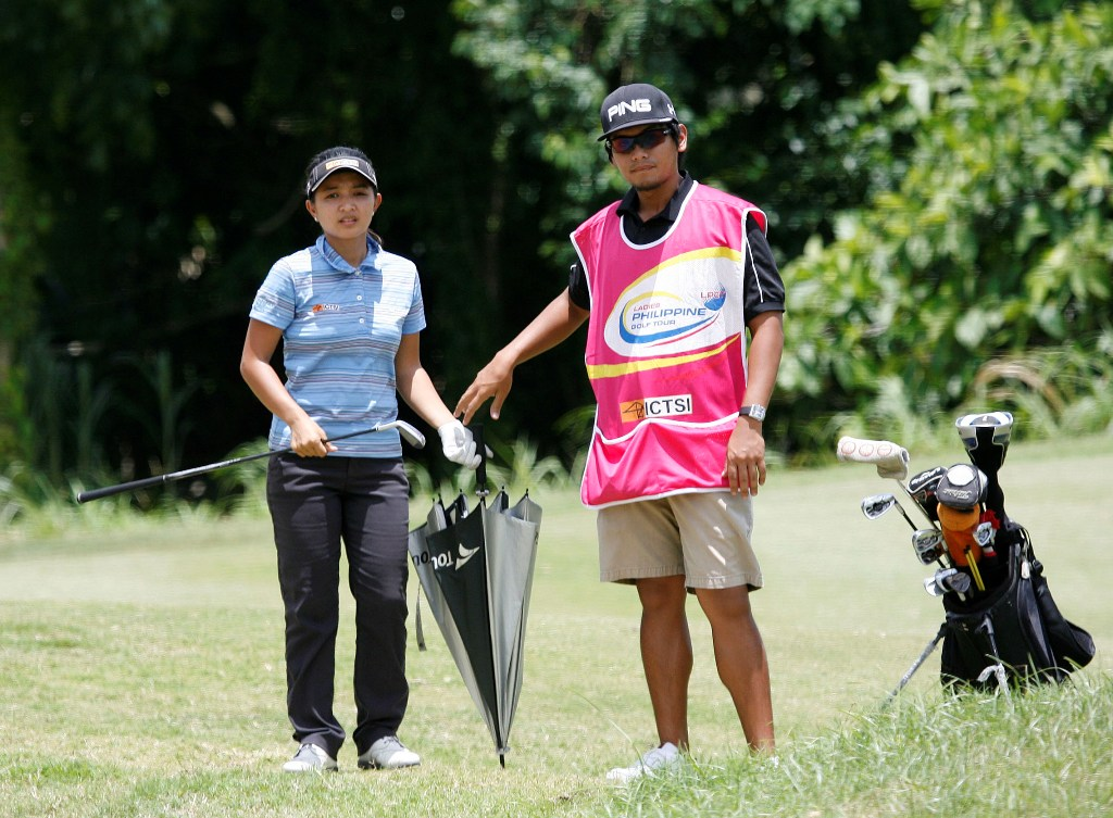 Jayvie Agojo gave credit to ex-pro Ton-ton Asistio, who served as her caddie for helping her get their yardages right.