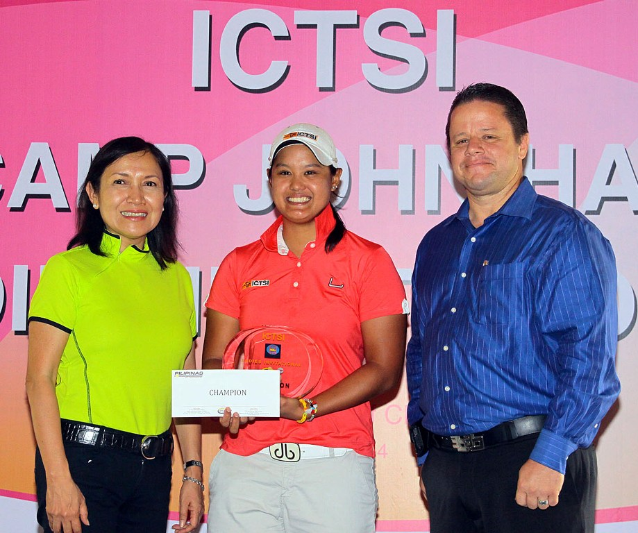 Cyna Rodriguez (center) holds her trophy and prize as she poses with ICTSI Public Relations head Narlene Soriano (left) and John Hay Golf Club manager Tim Allen after romping off with the ICTSI Camp John Hay Ladies Invitational crown via a record 11-shot victory over Thai Amolkan Phalajivin last Thursday.