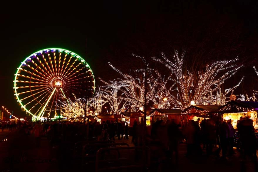 Antwerp Ferris Wheel and Christmas market lit at night