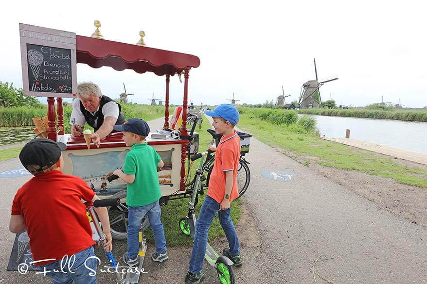 Kids buying ice cream in Kinderdijk