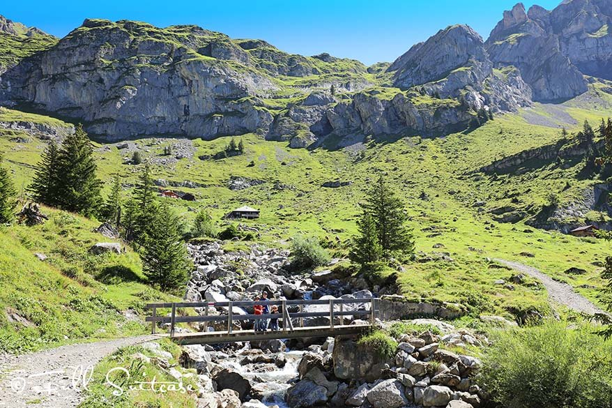 Hiking from Oeschinensee to Unterbärgli with young kids