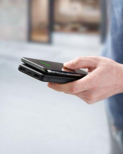 Powercore 10K Wireless in hand charging wirelessly