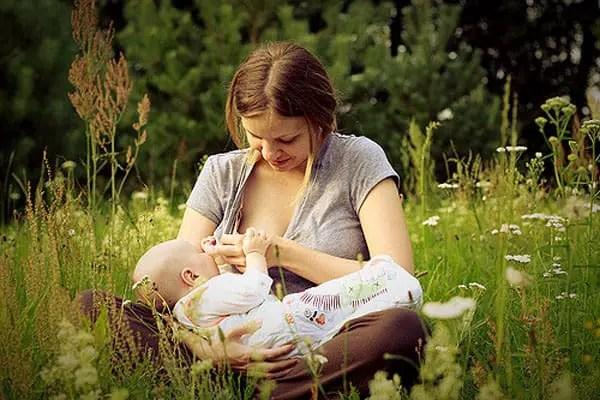breastfeeding in nature