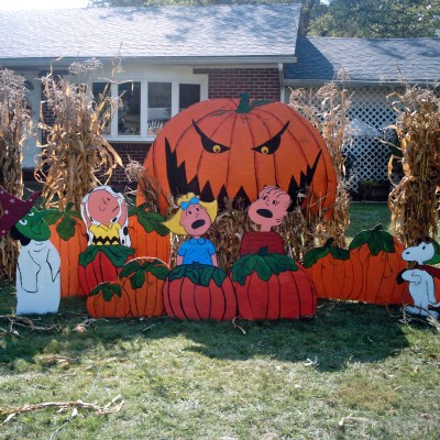 10 Halloween Yard Displays You Can Make Yourself