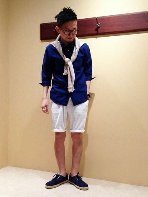 ネイビー・ブルー系リネンシャツ春夏メンズコーディネート画像3