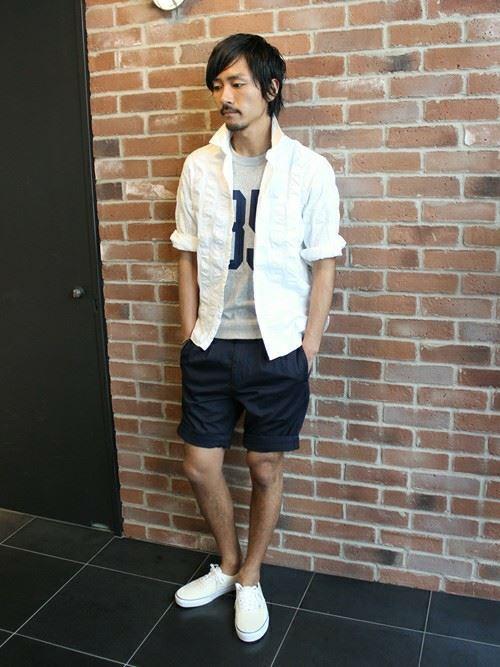 白リネンシャツの春夏メンズコーディネート画像9