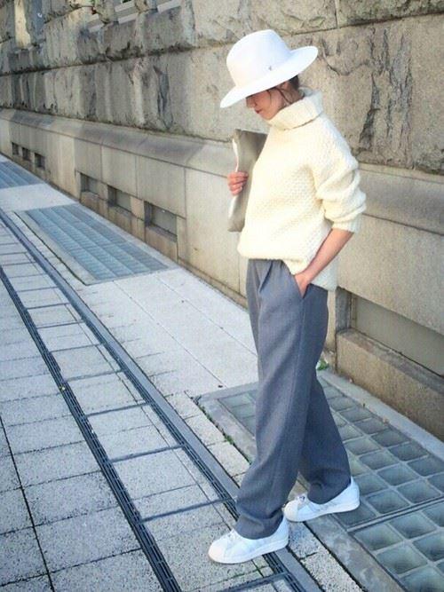 ワイドパンツを着こなした女性のコーディネート2