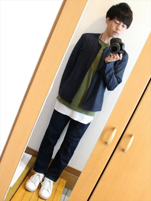 流行のロング丈Tシャツ・タンクトップを着こなした秋冬メンズコーディネート画像3