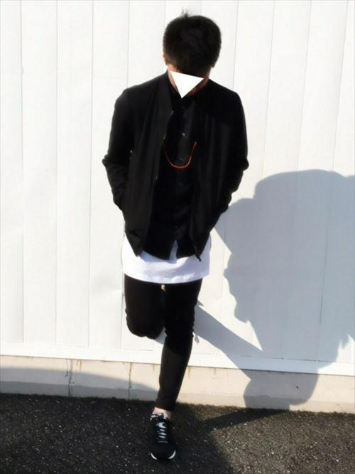 流行のロング丈Tシャツ・タンクトップを着こなした秋冬メンズコーディネート画像12