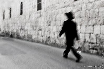 20081231144805_judio paseando por jerusalen