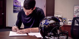 Justin Tucker is still a Raven