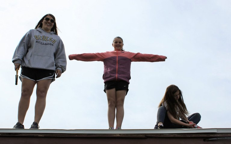 Sam,-Savannah,-Reagan-on-roof-SB-19