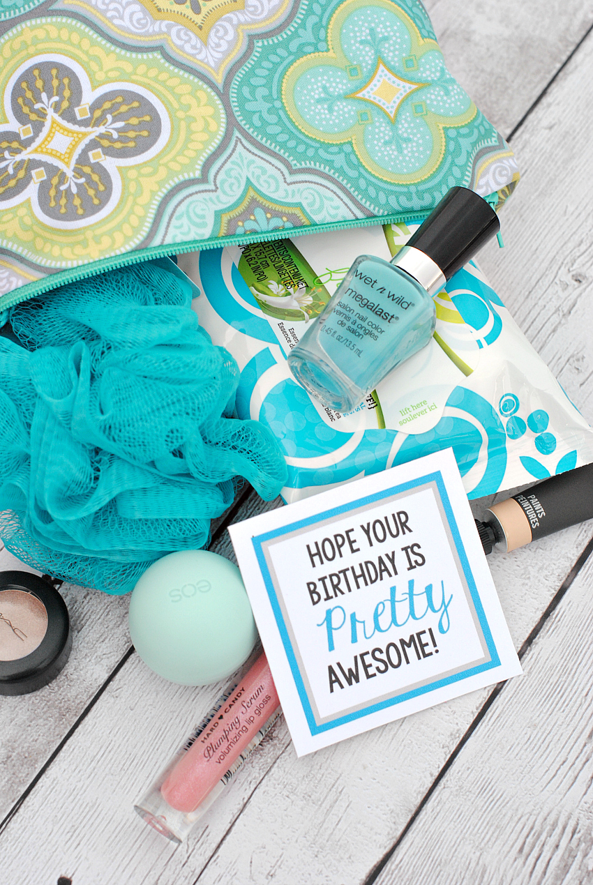 Pretty Awesome Makeup Gifts For A Friend Mom Or Teacher