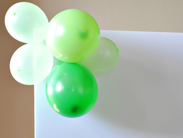 How to make a balloon backdrop