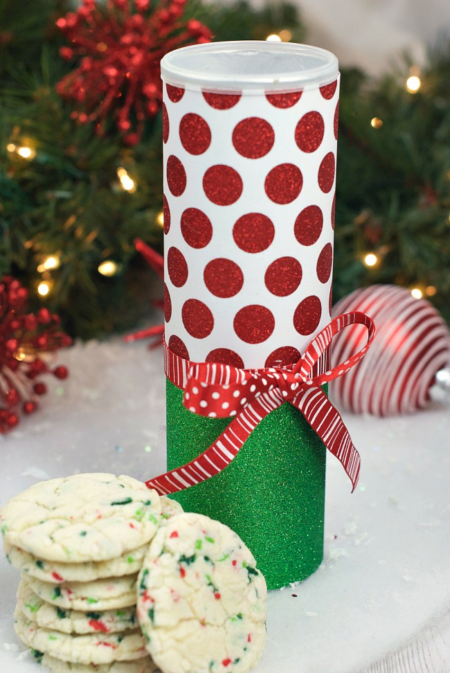 Christmas Cookie Container in a Pringles Can