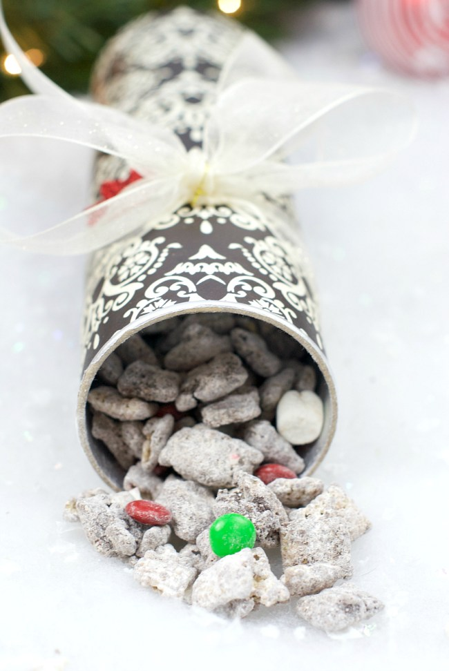 Fun Way to Package Cookies for Neighbors at Holidays