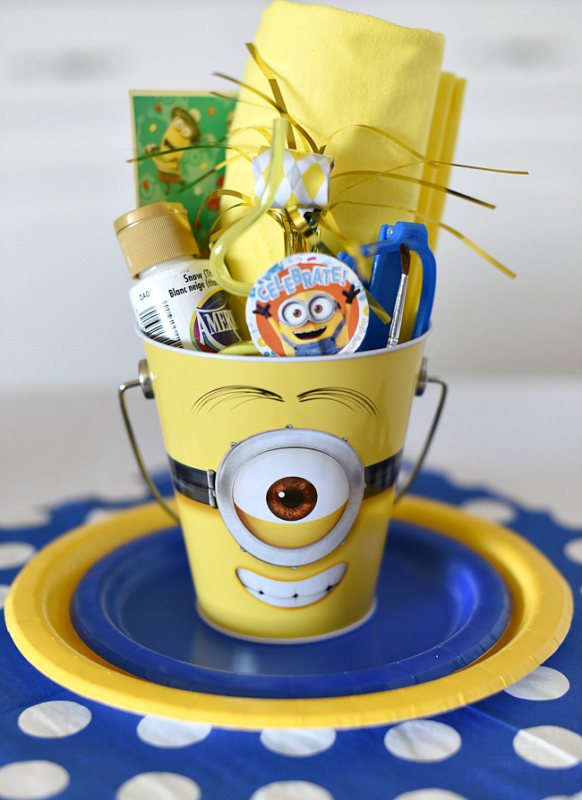 The Table Setting For This Minion Birthday Party Is Particularly Fun We LOVE These Buckets Filled With Favors They Add Such A Cheerful