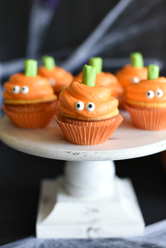 Easy Halloween Cupcakes With Pumpkin Faces Fun Squared