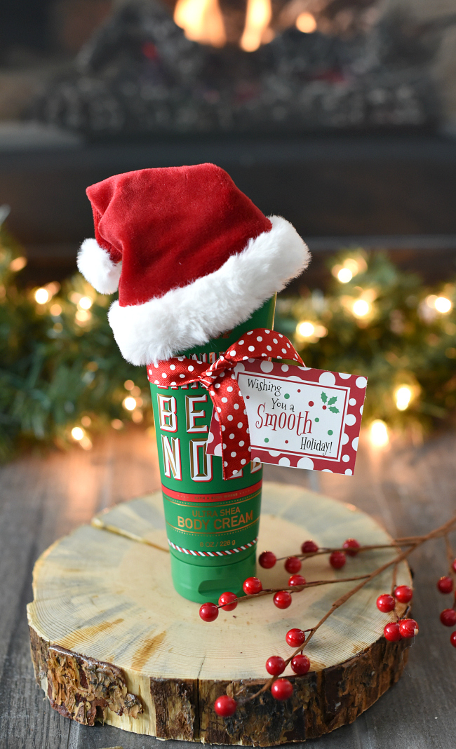 Fun Christmas Gift Idea for Friends-Just add a tag to a bottle of lotion and you've got a perfect gift that's simple and easy. Wishing you a SMOOTH Holiday! #christmasgifts #neighborgifts #giftsforfriends