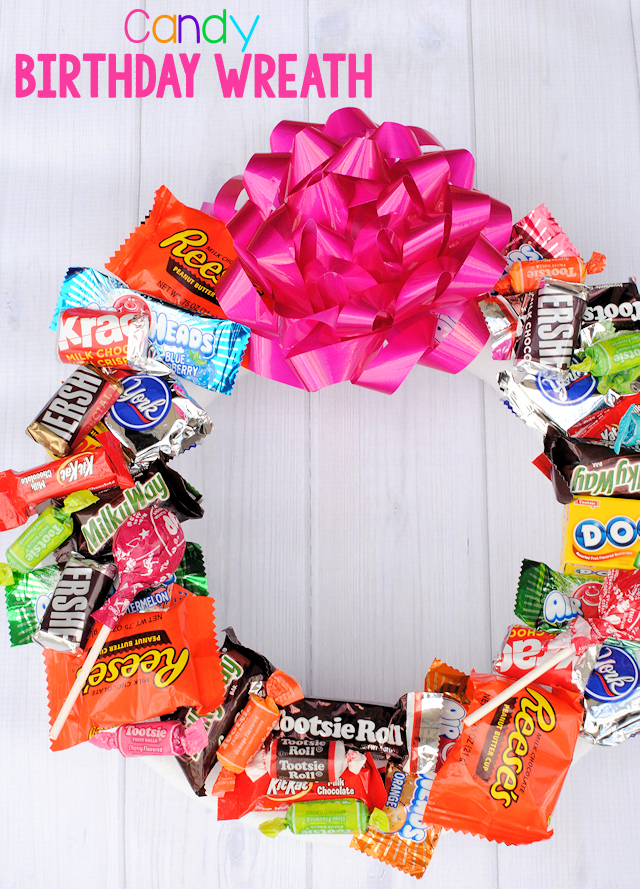 Candy Wreath for Birthdays-Make this cute candy wreath for someone's birthday! Makes a great birthday gift for friends or kids. #birthdays #birthdaygifts #candy #wreath