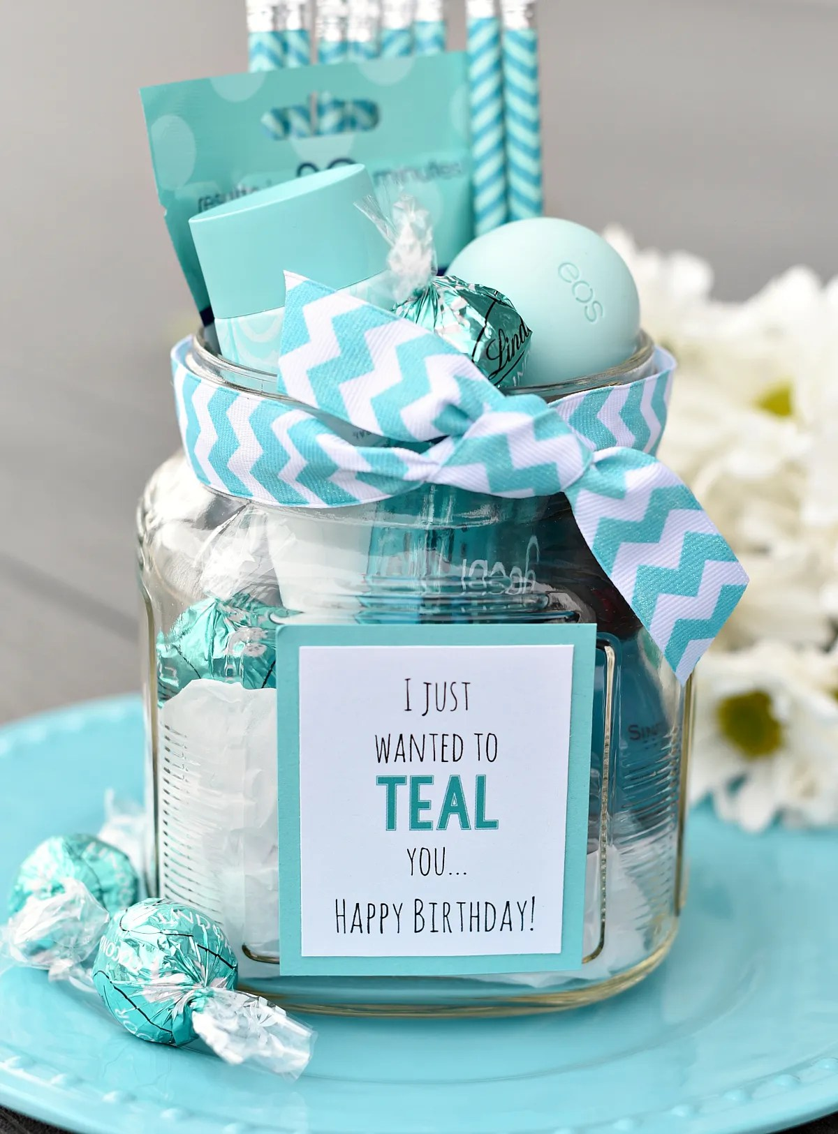 Teal Birthday Gift Idea for Friends-This cute gift is so easy to put together and a birthday gift your friend will love! Fill a basket with teal colored thing and you've got the best birthday gift idea! #birthdaygifts #birthdaygiftidea #giftsforfriends #giftbasket