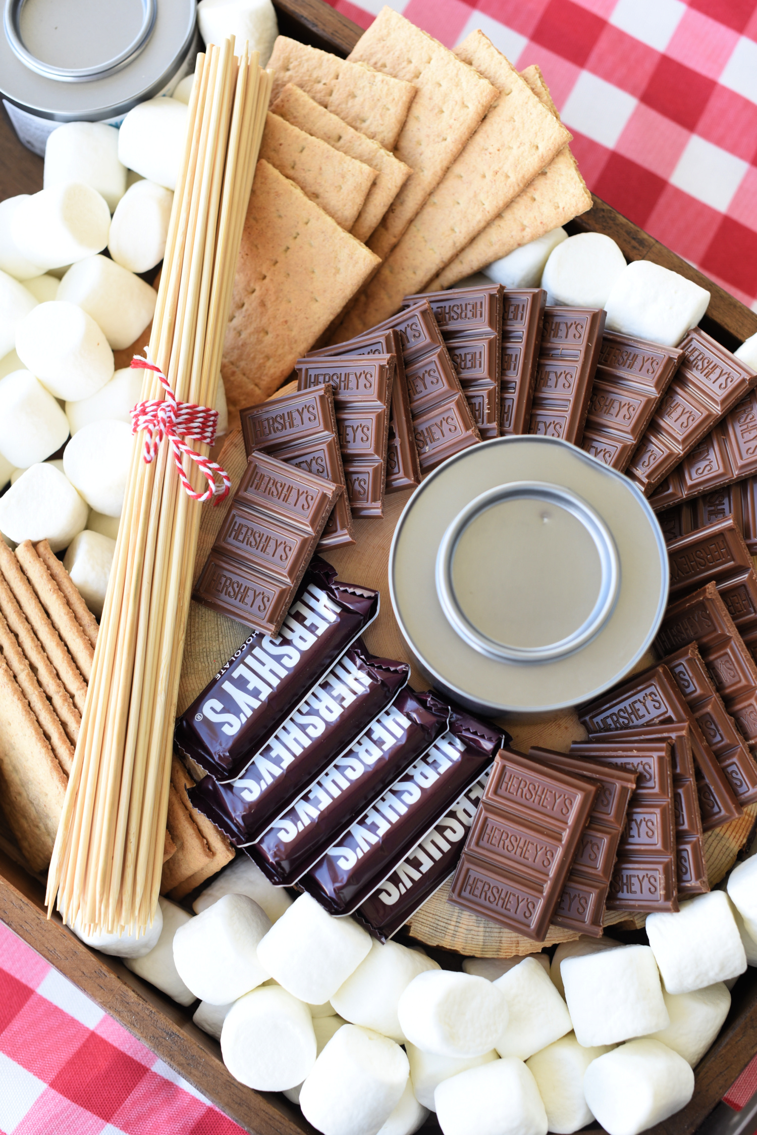 S'mores Charcuterie Board-A fun idea for outdoor entertaining this summer! Make a cute charcuterie board with marshmallows, graham crackers and chocolate, then let guests create their own s'more! #summer #smores #dessert #summerentertaining #charcuterieboard