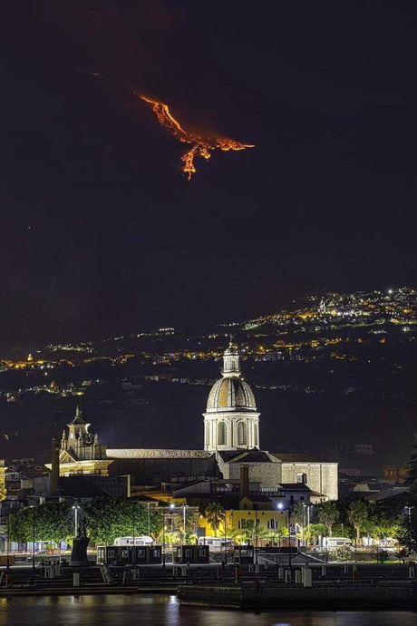 Eruption in mount Etna creates a pheonix like illusion.