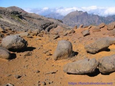 Deserto de montanha entre o Pico do Areeiro e o Pico do Cedro – outubro de 2004, um ano após a retirada do gado das serras de Santo António e São Roque