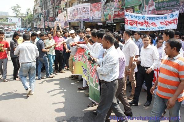 Uma outra manifestação, de sindicalistas: há mais reivindicação no Bangladesh do que na Madeira...