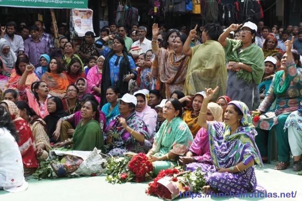 Manifestação pelos direitos das mulheres: elas não se ficam!