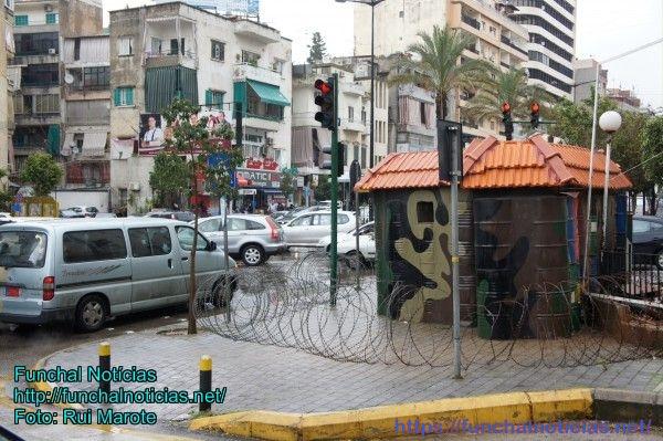 Os checkpoints militares nas avenidas de Beirute