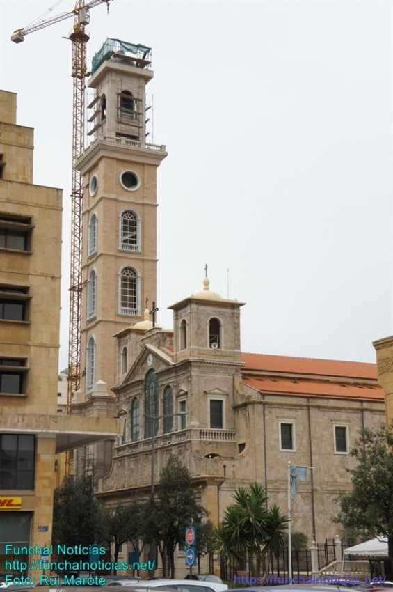 A Catedral maronita Saint Georges, do século XIX, lado a lado com a grande Mesquita Hariri