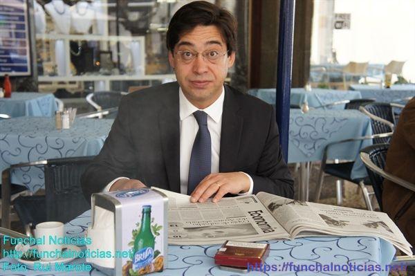 Vítor Freitas deixa a liderança do PS mas vai exercer o lugar de deputado.