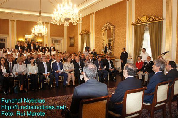 Reduzir o desemprego e respeitar a Constituição: Pedidos feitos a Lisboa a partir do Palácio de São Lourenço.