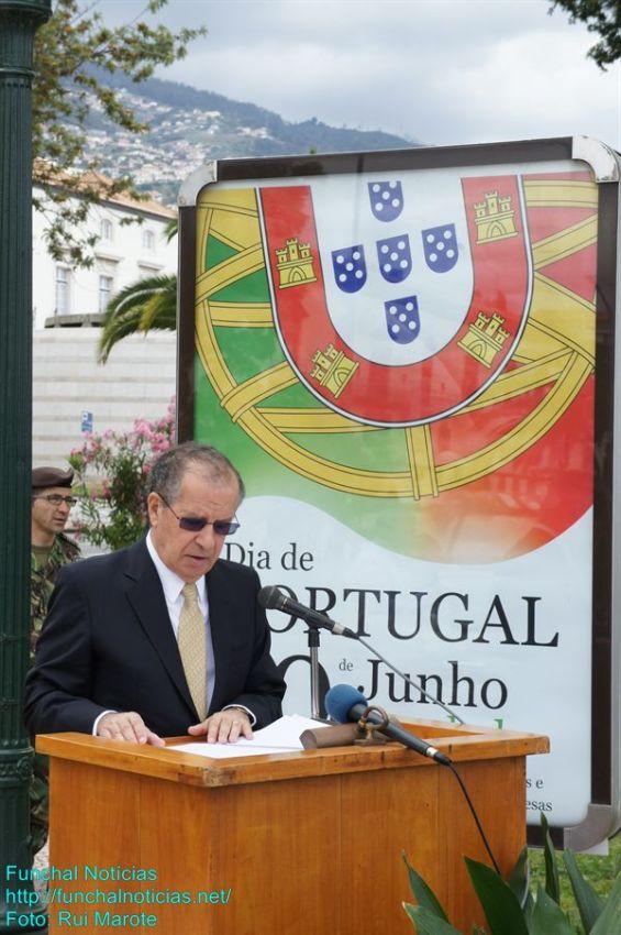 Ao início da manhã, na cerimónia de deposição de flores no monumento ao emigrante madeirense, Irineu Barreto defendeu a criação de uma