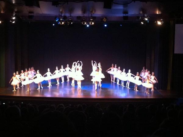 A 'Parade' evidenciou as qualidades das jovens bailarinas (foto L. Rocha)