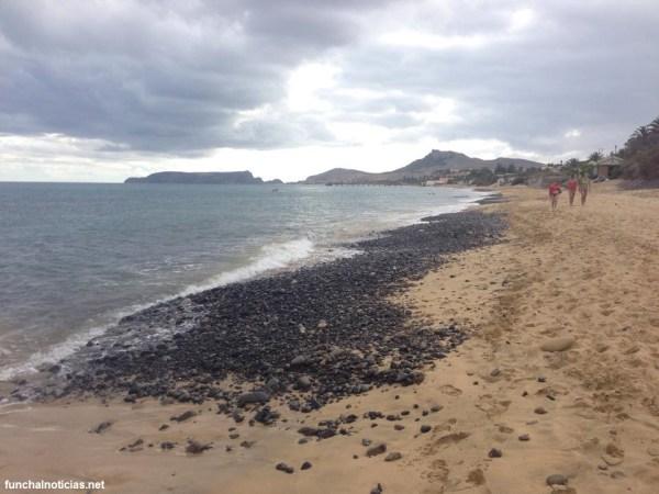 O calhau espalhado pela praia do Porto Santo
